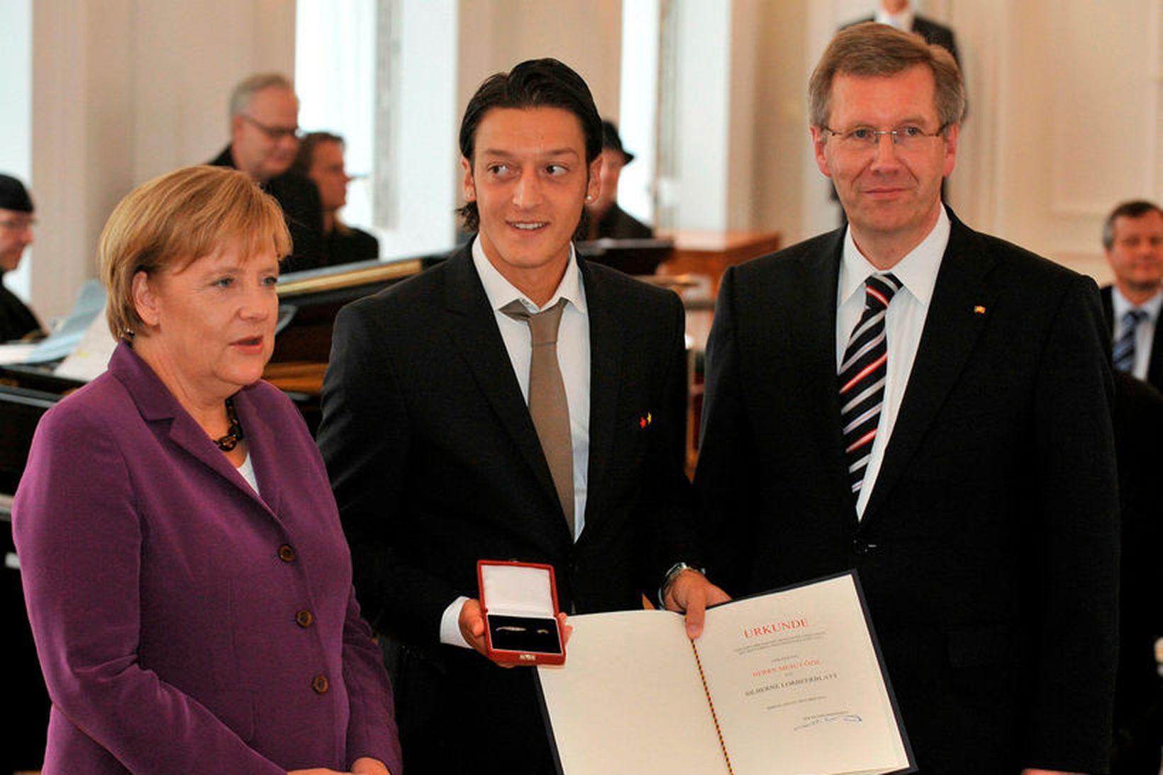 Angela Merkel, Mesut Özil og þáverandi forseti Þýskalands, Christian Wulff. …
