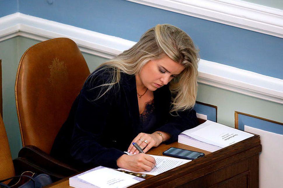 Áslaug Arna Sigurbjörnsdóttir dómsmálaráðherra á Alþingi í kvöld.