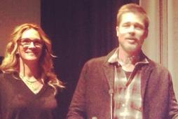 Julia Roberts og Brad Pitt spjölluðu við gesti og stilltu sér upp fyrir ljósmyndara.
