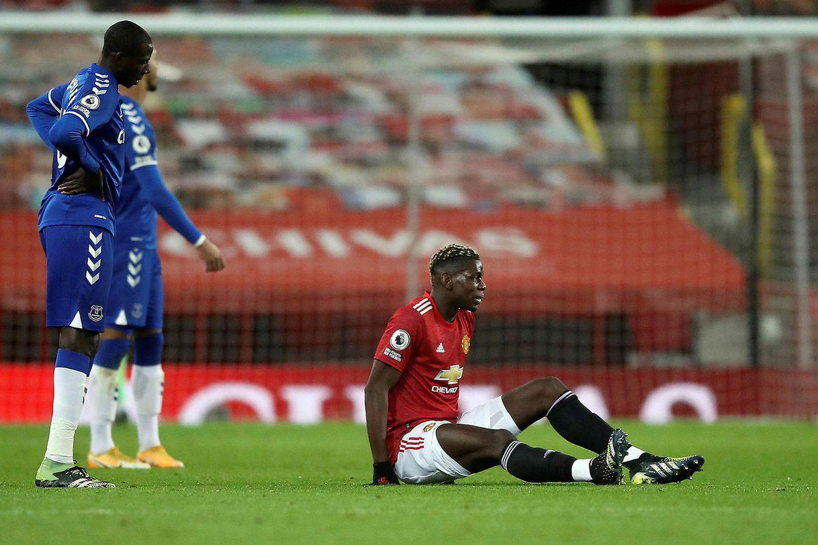 Paul Pogba fór meiddur af velli gegn Everton.