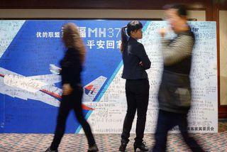 Minningaveggur um hin 239 sem hurfu með flugi MH370 var settur upp á Metro Park ...