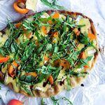 Grilluð ostapizza með geggjuðu áleggi
