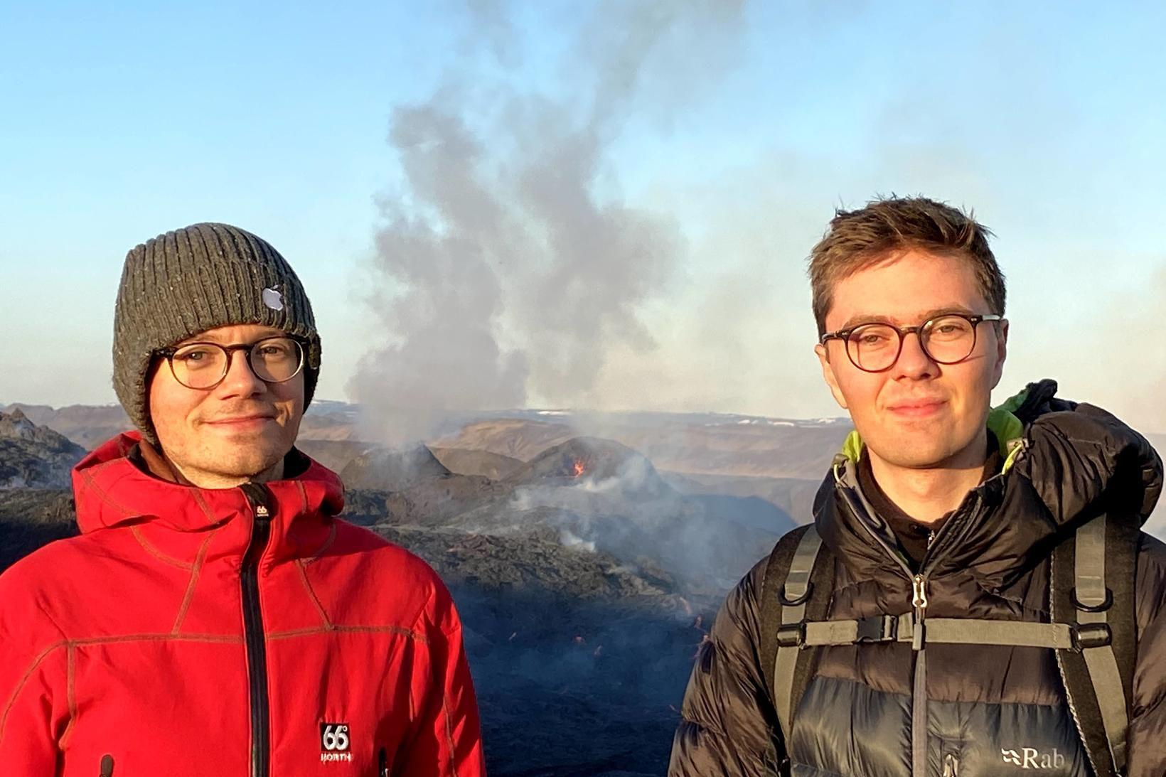 Arinbjörn (t.v.) og Benedikt (t.h.) eru bræður og standa saman …