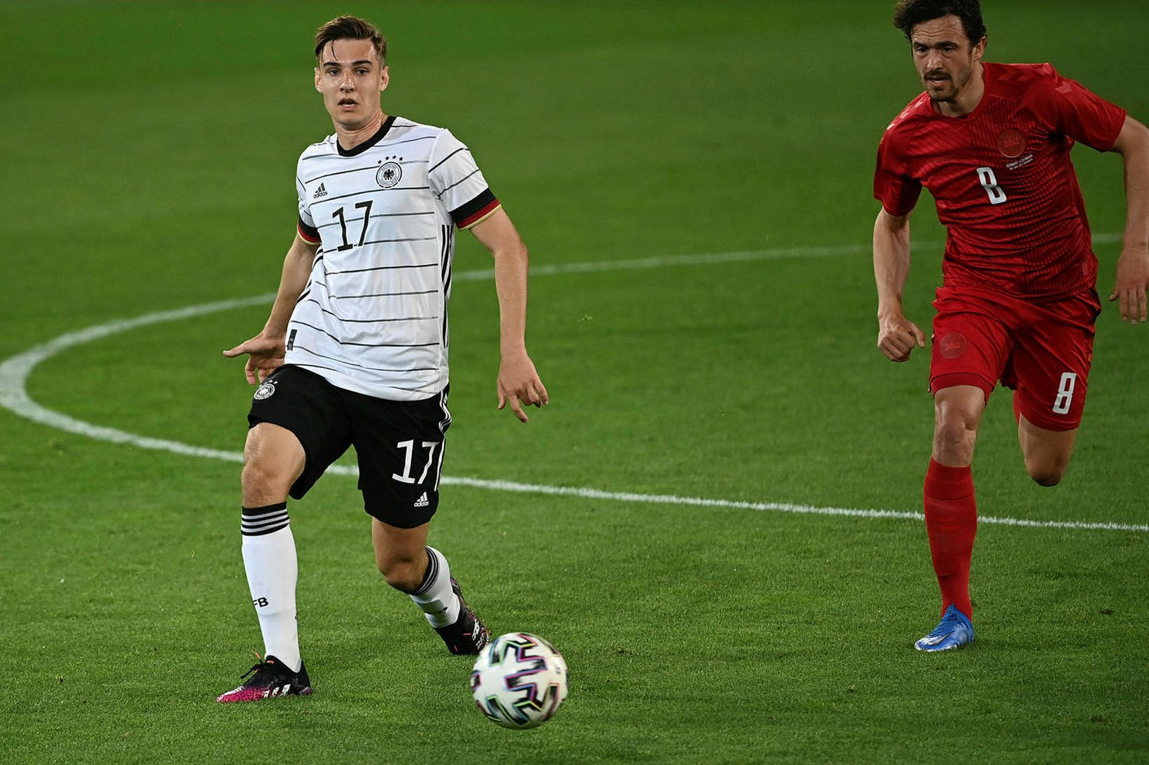 Florian Neuhaus gæti farið til Liverpool eftir EM.