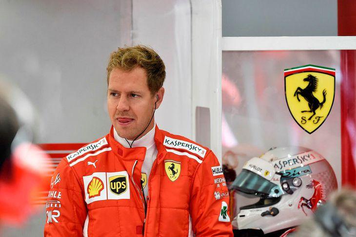 Sebastian Vettel fylgist með akstri keppinauta inn á milli aksturslota í Spa í morgun. Hann ...