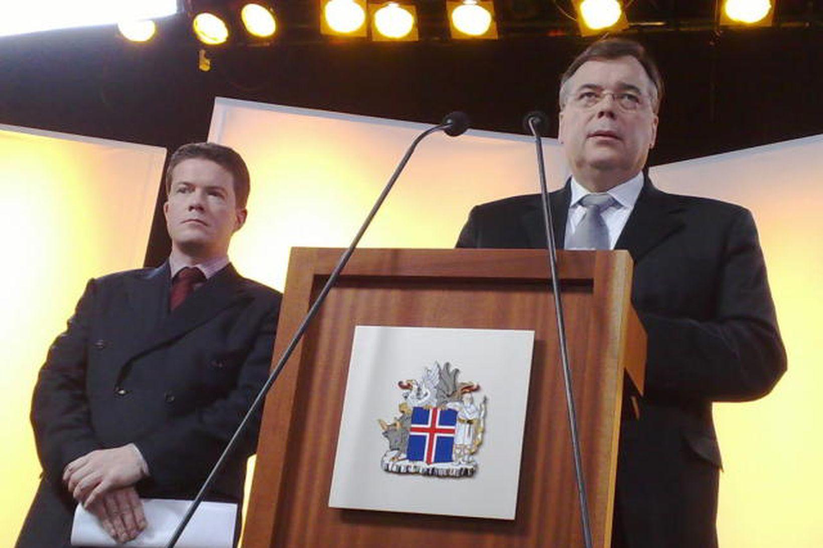 Björgvin G. Sigurðsson og Geir H. Haarde á blaðamannafundi í …