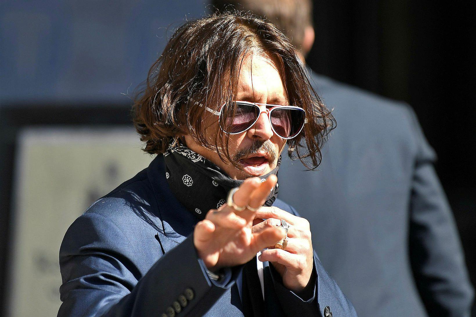 Leikarinn Johnny Depp á leið í dómssal í dag.