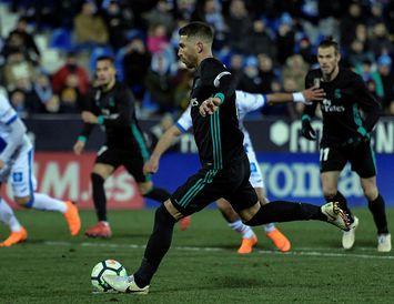 Sergio Ramos skorar þriðja mark Real í dag.