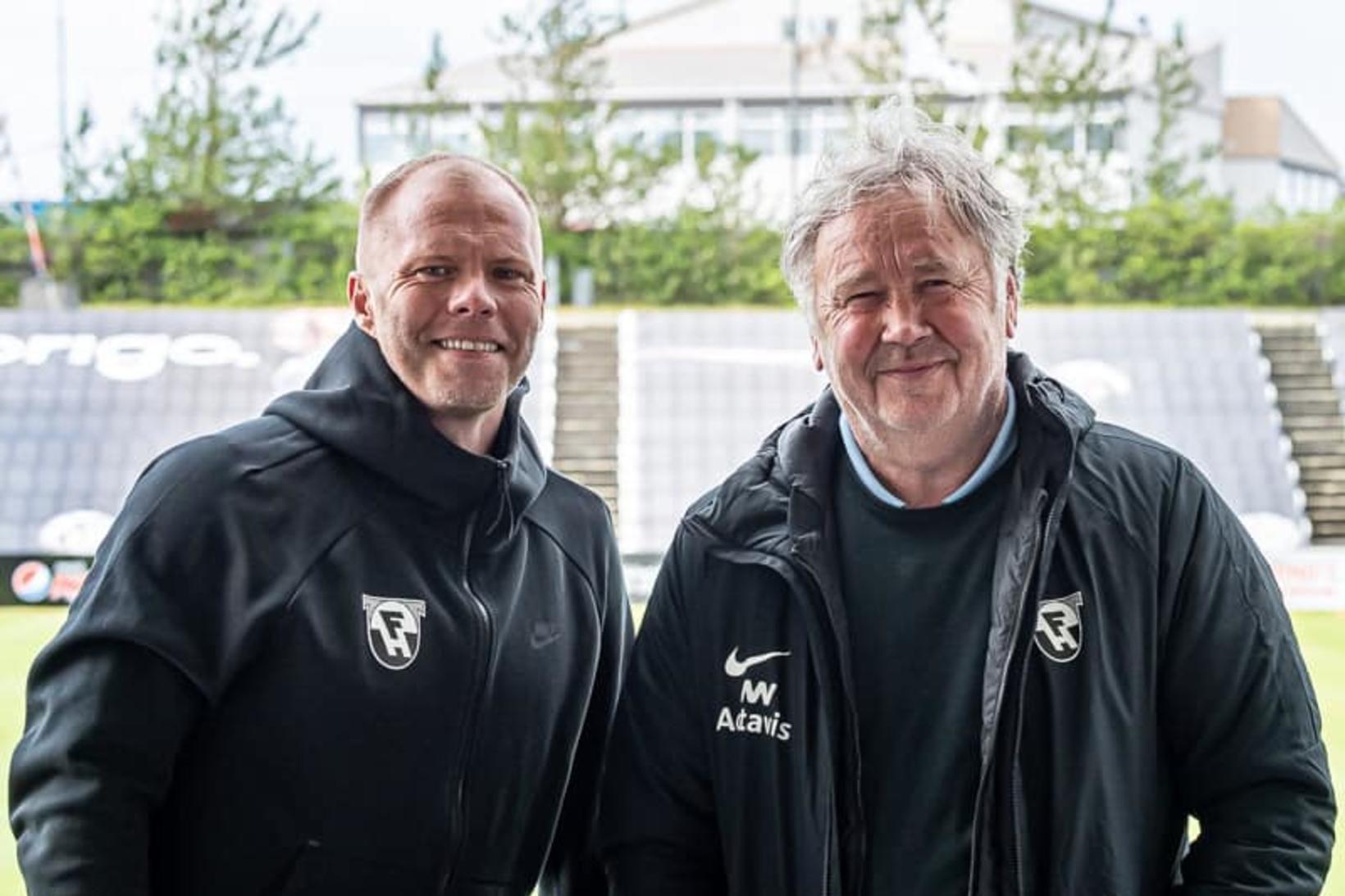 Eiður Smári Guðjohnsen og Logi Ólafsson í Kaplakrika í dag.