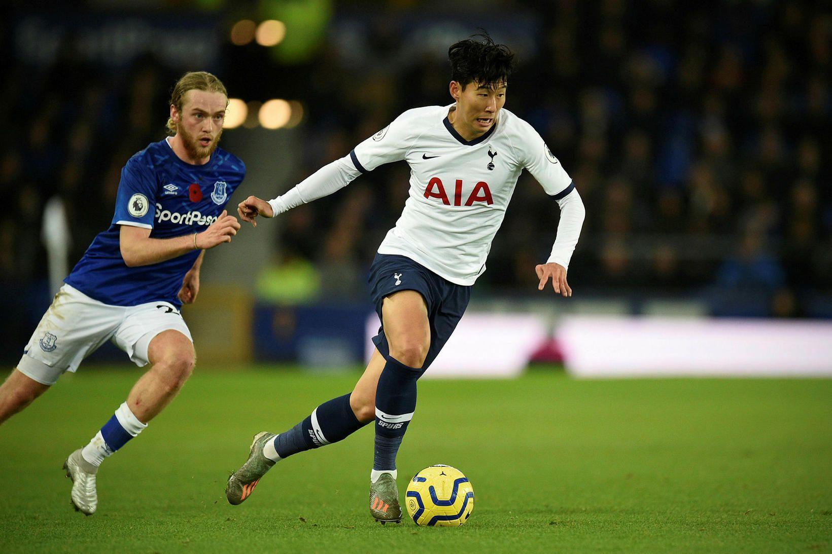 Son Heung-Min með boltann í leiknum gegn Everton í gær.