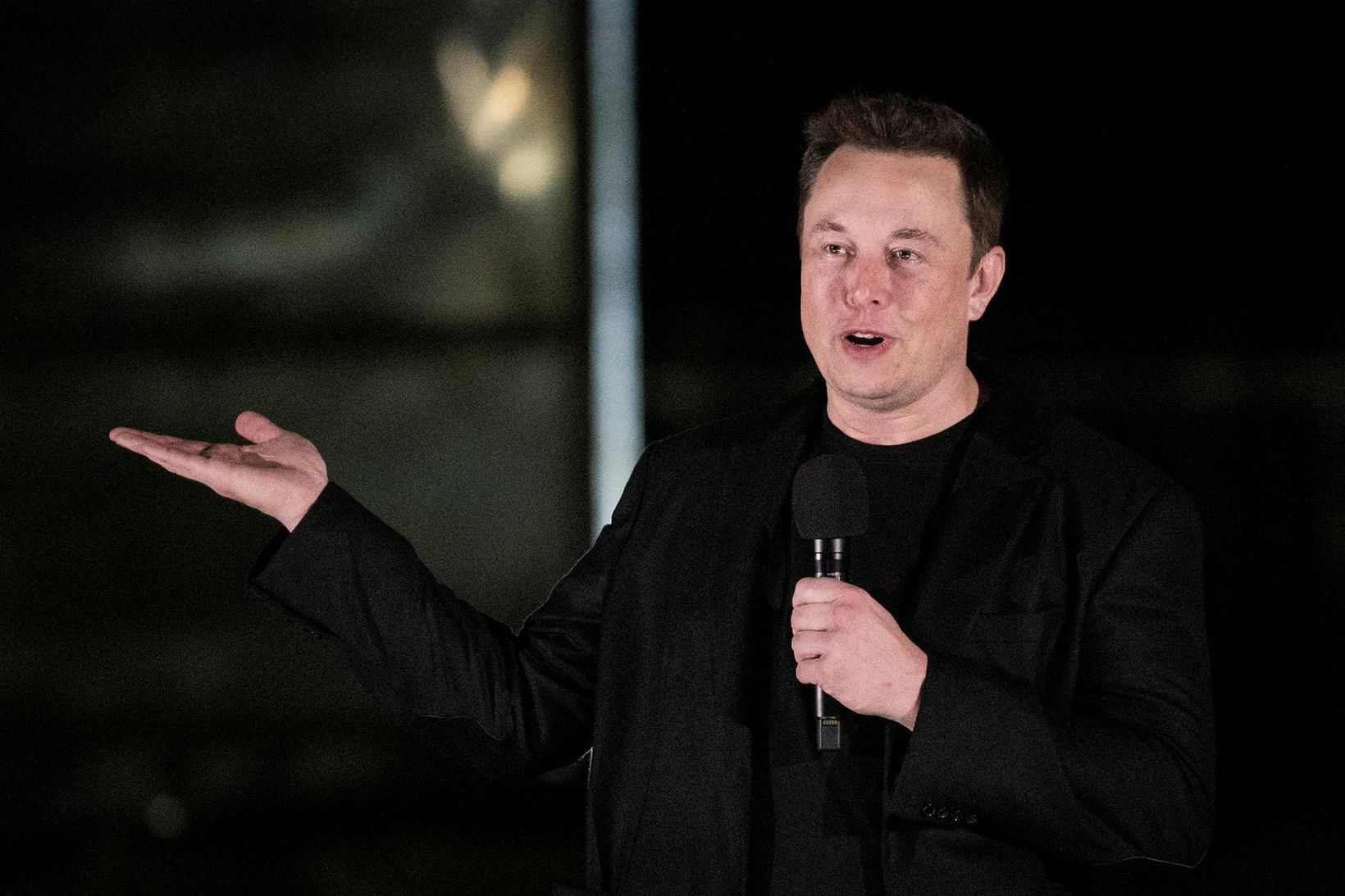 Elon Musk, forstjóri bílaframleiðandans Tesla, segir það vel koma til …