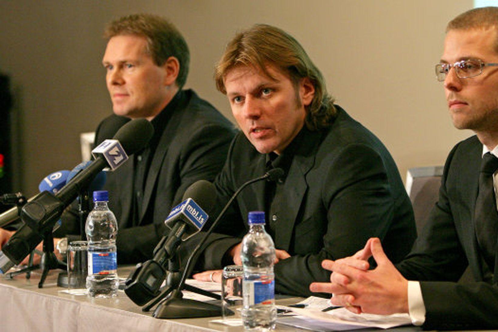 Hannes Smárason, Jón Ásgeir og Jón Sigurðsson á blaðamannafundi síðdegis.