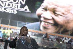 """Thamsanqa Jantjie """"túlkaði"""" fyrir Barack Obama, barnabörn Mandela og fleiri."""