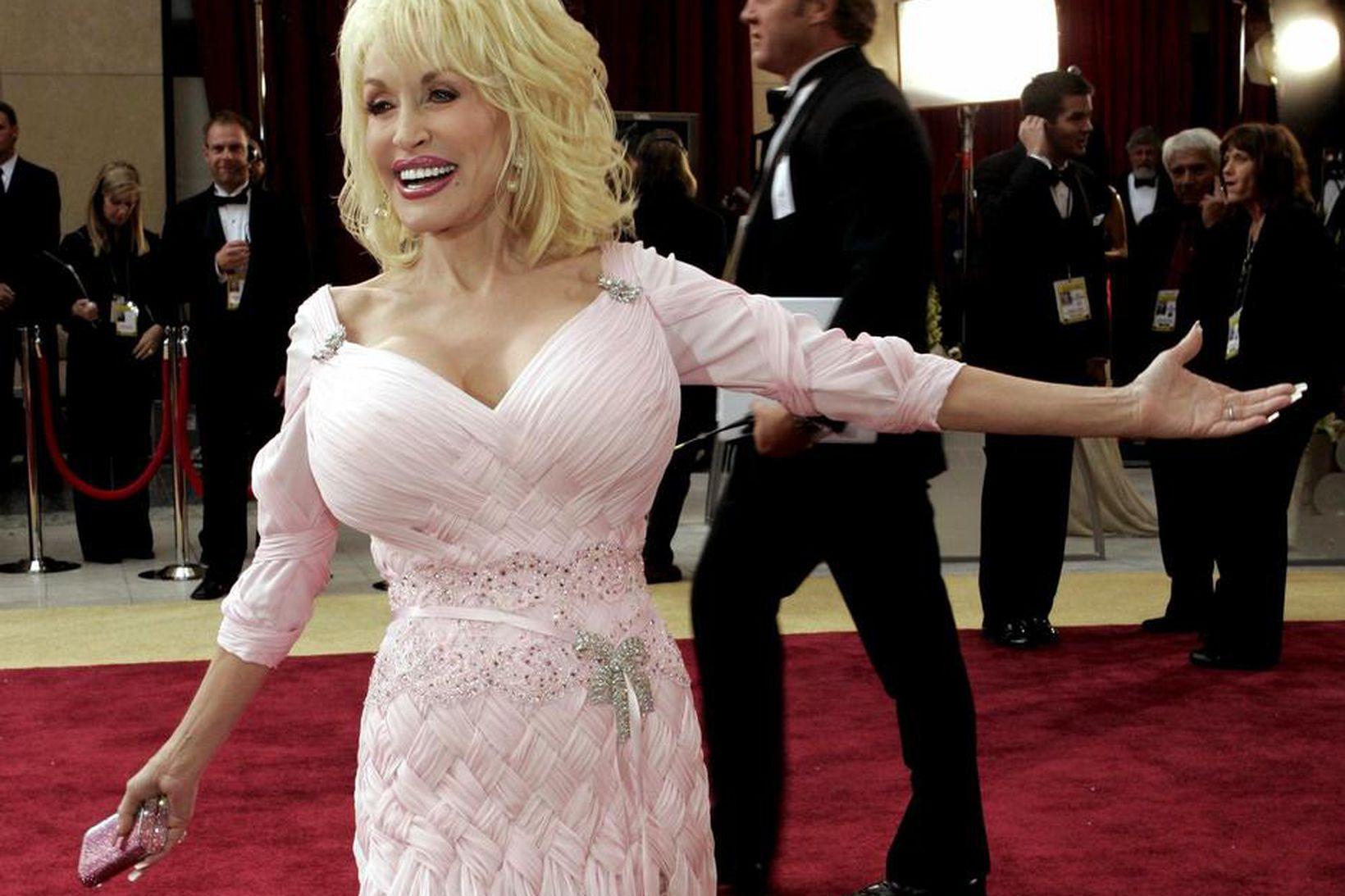 Dolly Parton er frábær viðskiptakona sem þénar 6-8 milljónir dala …