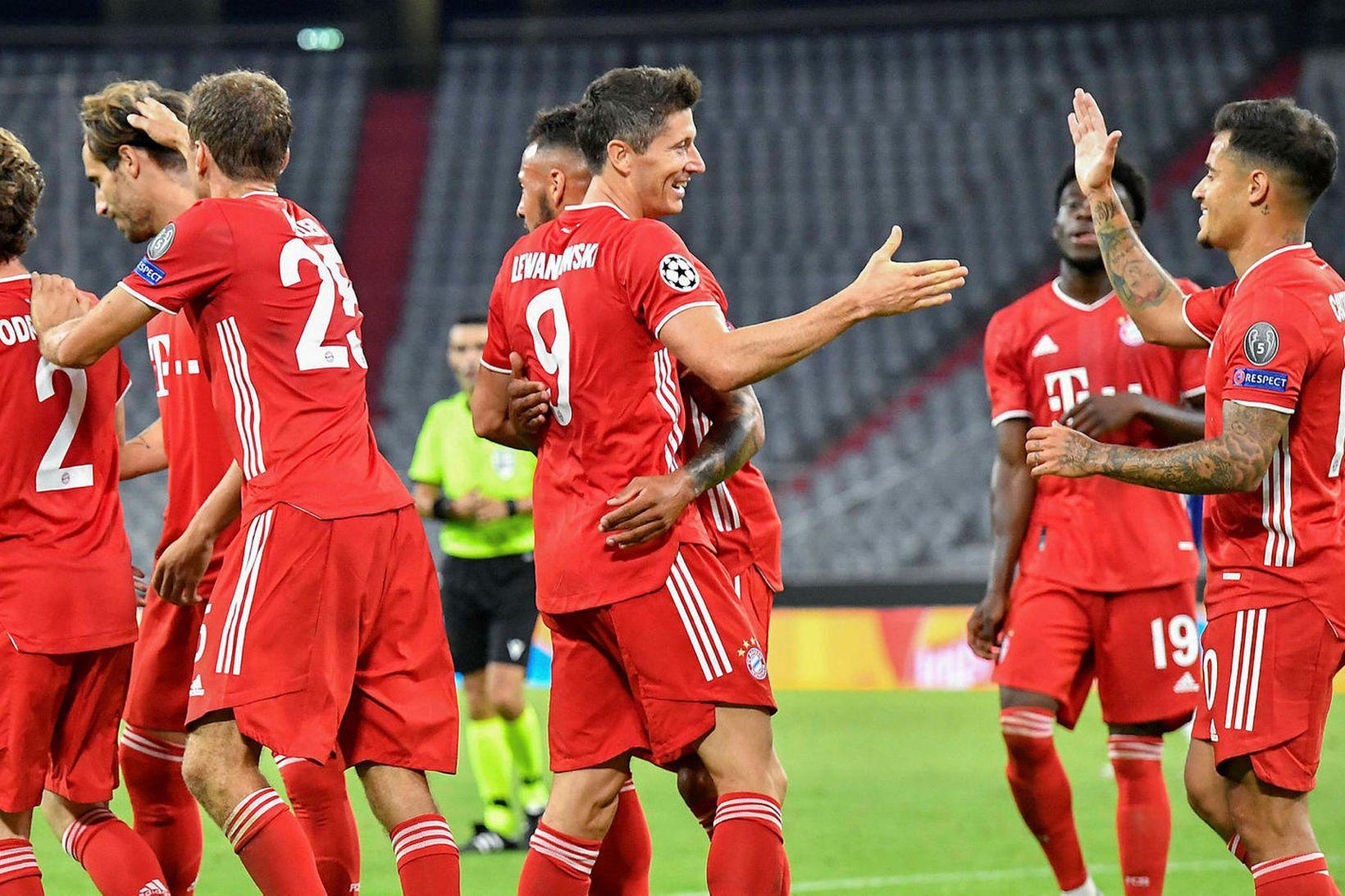 Leikmenn Bayern fagna í kvöld.