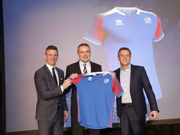 President Guðni Th. Jóhannsson (middle) during the presentation of the new shirt, which will be used during the FIFA World Cup Championships this summer.