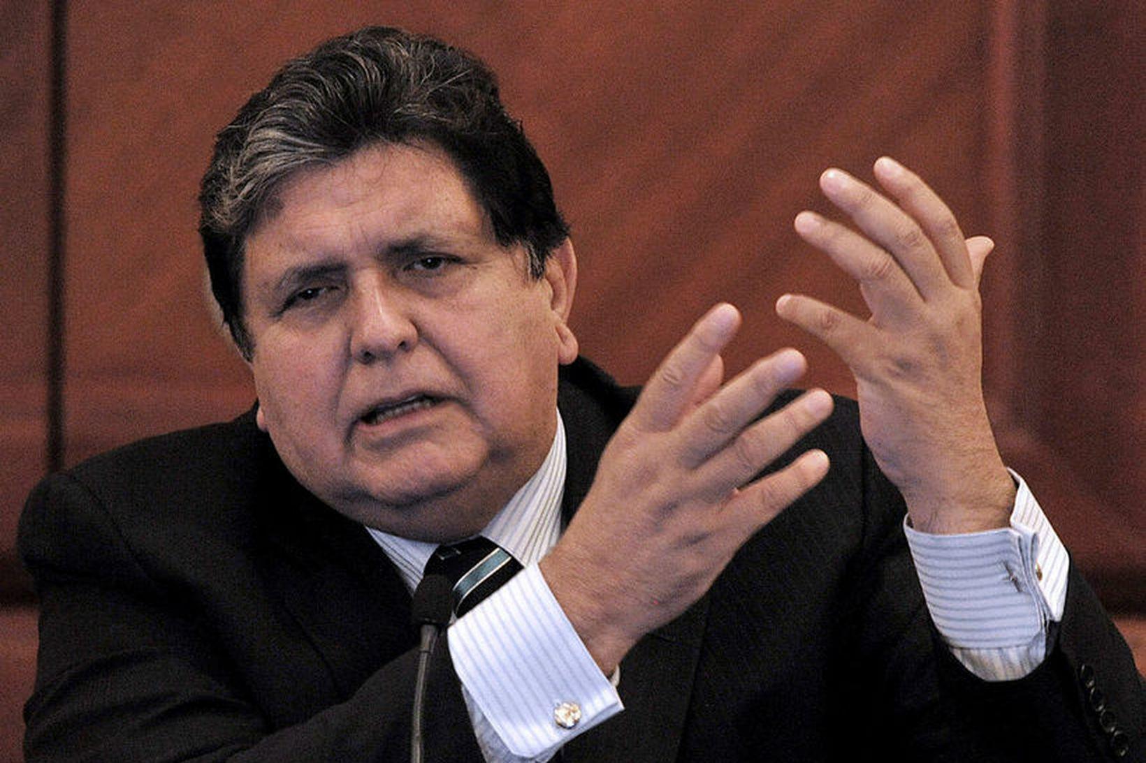 Alan Garcia fyrrverandi forseti Perú skaut sig í höfuðið þegar …