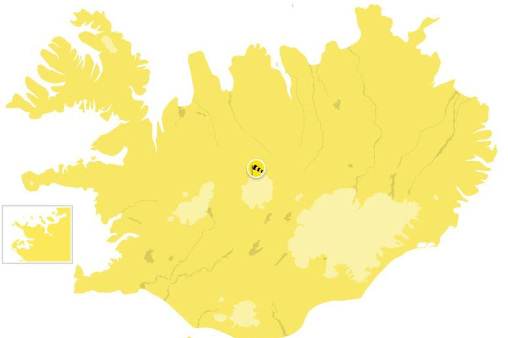 Varað er við stormviðri á öllu landinu á sunnudag.