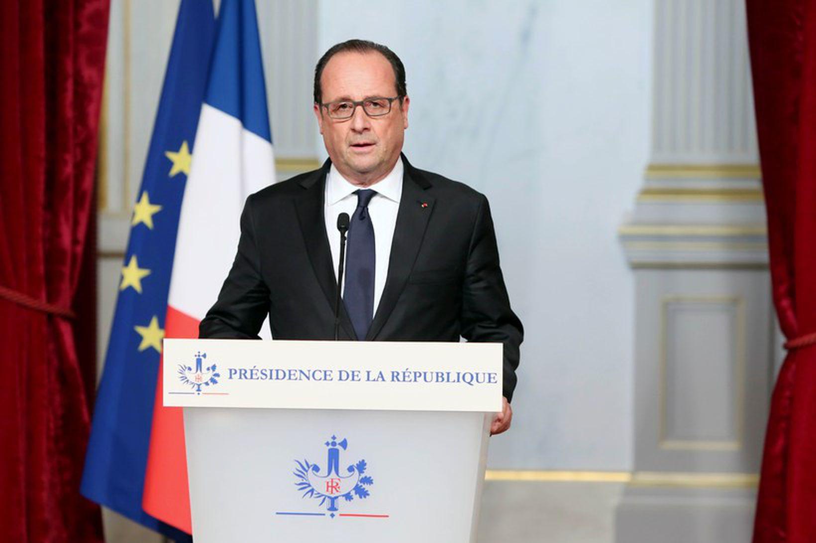 Francois Hollande, forseti Frakklands, ávarpar þjóð sína í kjölfar árásanna.
