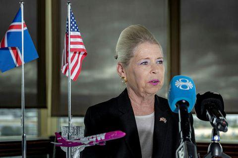 Félag Michele Roosvevelt Edwards hefur verið dæmt til að greiða tveimur íslenskum forriturum 40 milljónir.