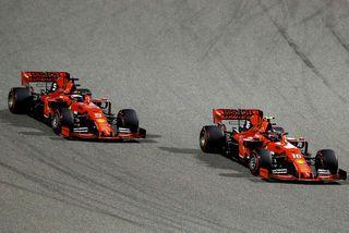 Ferrarifákarnir á ferð í Barein. Sebastian Vettel (t.v.) og Charles Leclerc (t.h.)