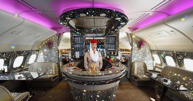 Emirates birti mynd af frekar skrautlegri flugvél á Twitter.