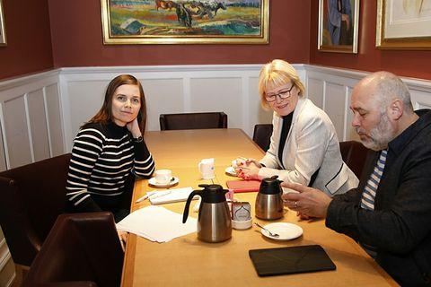 Katrín Jakobsdóttir with representatives of the Social Democratic Alliance.