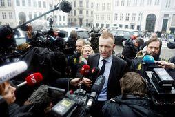 Saksóknarinn Jakob Buch-Jepsen mætir til réttarhaldanna í Kaupmannahöfn.