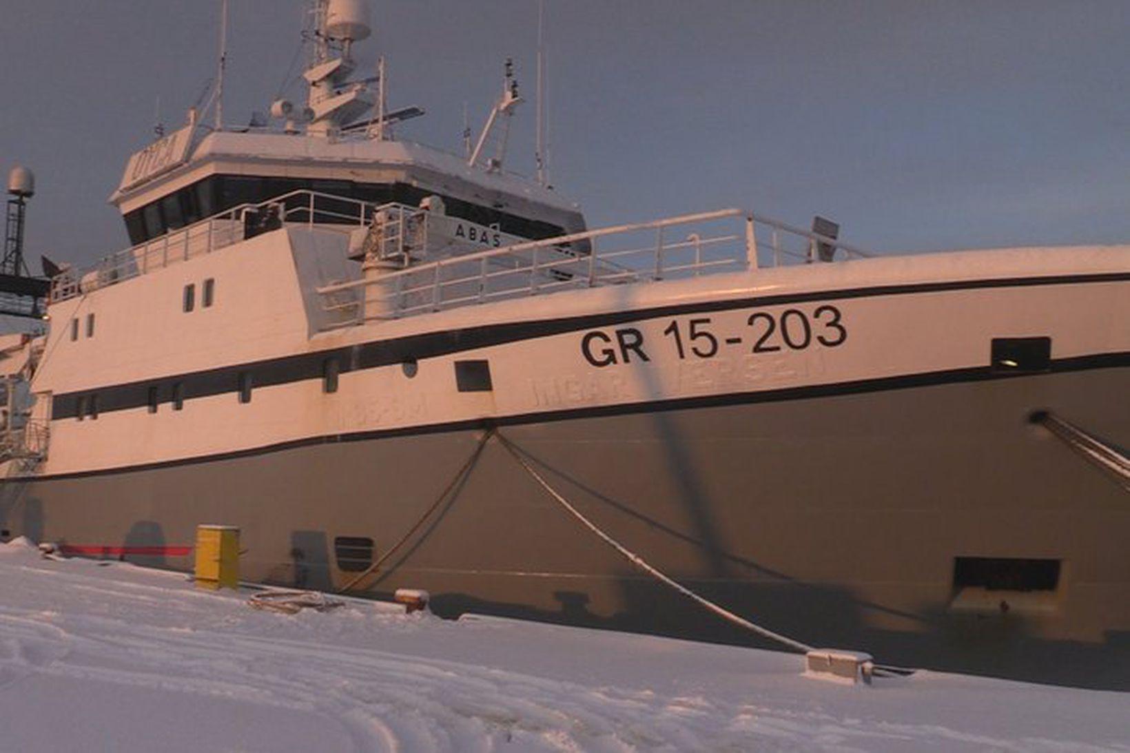 Skipið Polar Nanoq í Hafnarfjarðarhöfn.