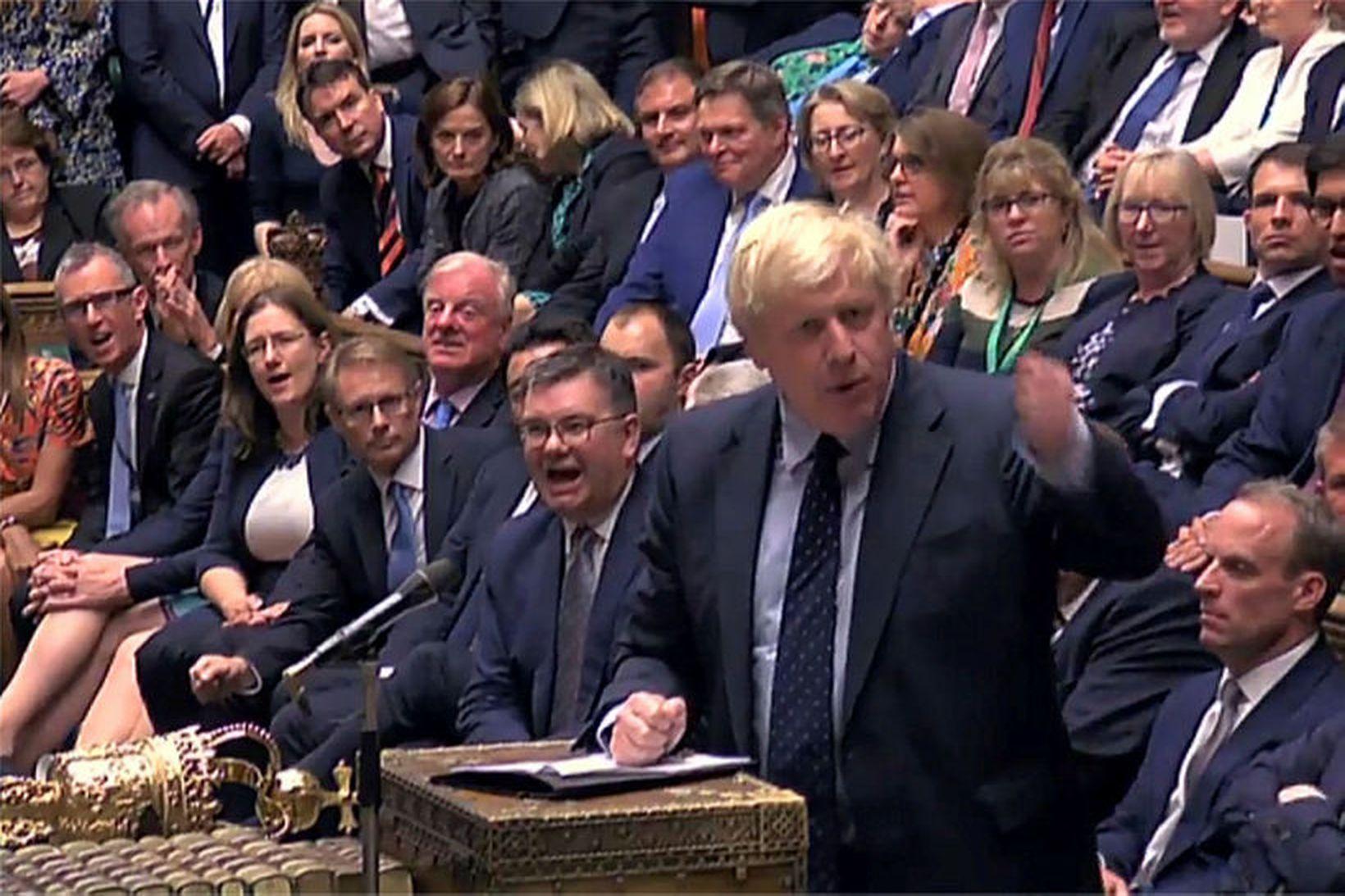 Boris Johnson í breska þinginu í dag. Mikill hiti var …