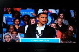 Barack Obama hefur síðustu daga haldið marga fjölmenna kosningafundi. Í gær var hann í Columbus …