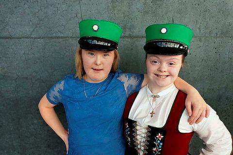 Anna Dís Ólafsdóttir, left, and Glódís Erla Ólafsdóttir graduated from FB in the spring.