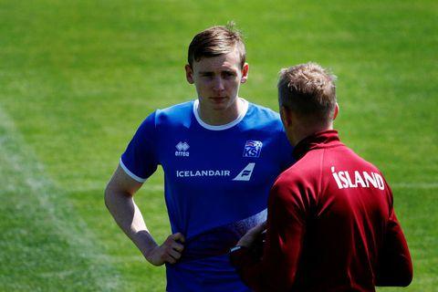 Practice in  Kabardinka yesterday. Coach Heimir Hallgrímsson and Jón Daði Böðvarsson.