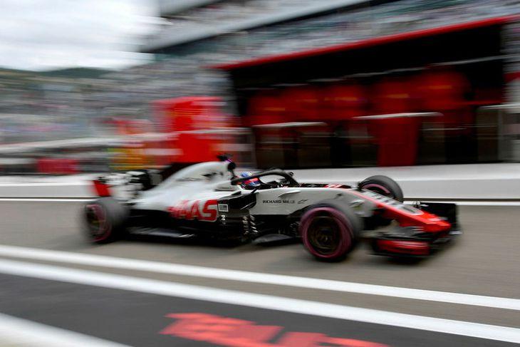 Romain Grosjean hjá Haas á ferð í Sotsjí í morgun.