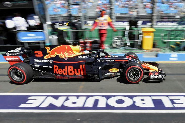 Heimamaðurinn Daniel Ricciardo há Red Bull átti sjötta besta hringinn á fyrstu æfingu ársins.