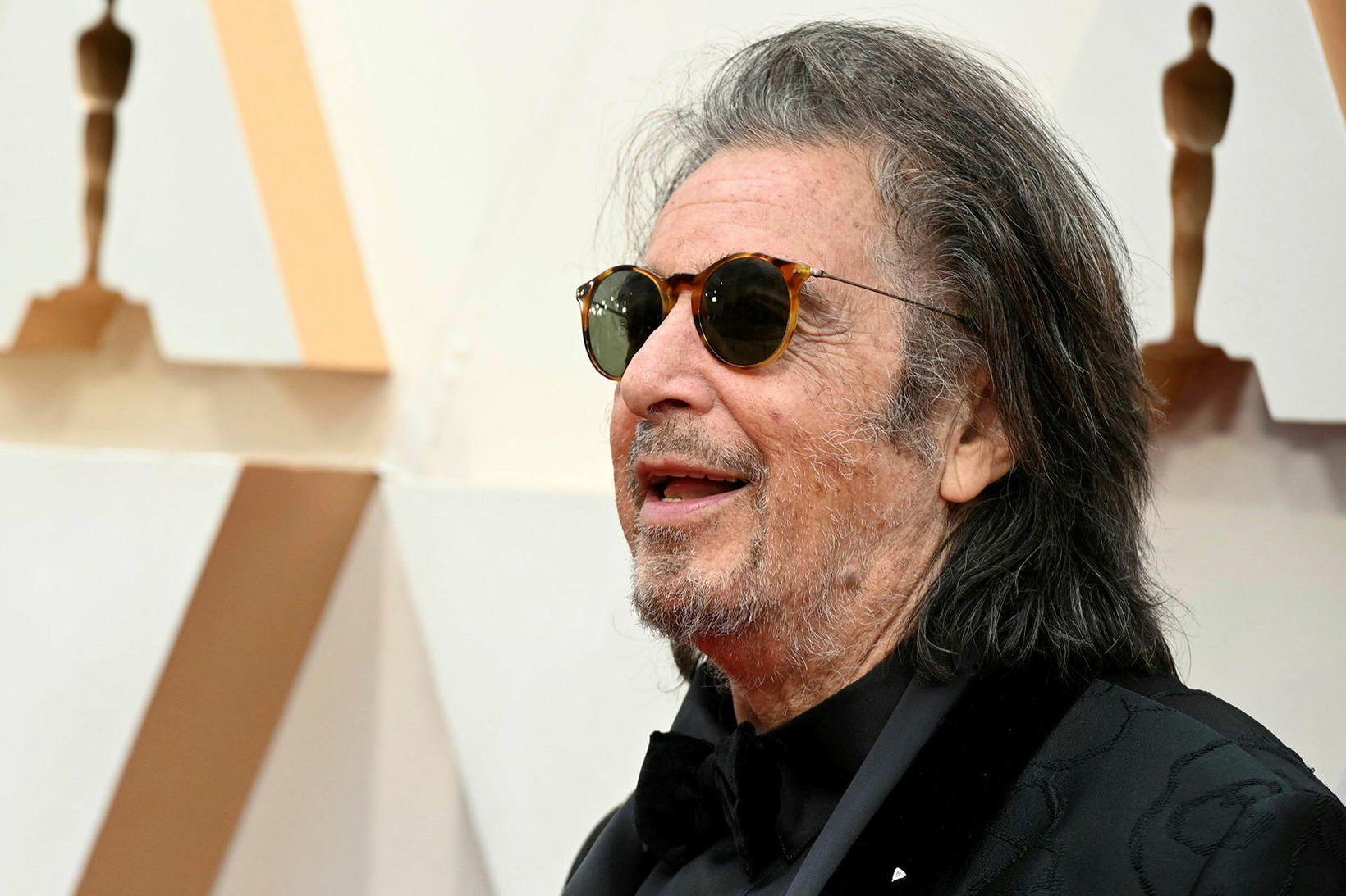 Al Pacino er hættur með kærustunni.