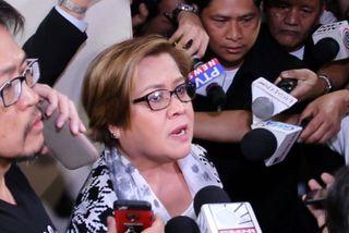 """Handtökuskipanin """"pólitískar ofsóknir"""" Dutertes"""