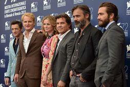 John Hawkes, Jason Clarke, Emily Watson, Josh Brolin, Baltasar Kormakur og Jake Gyllenhaal í myndatöku …