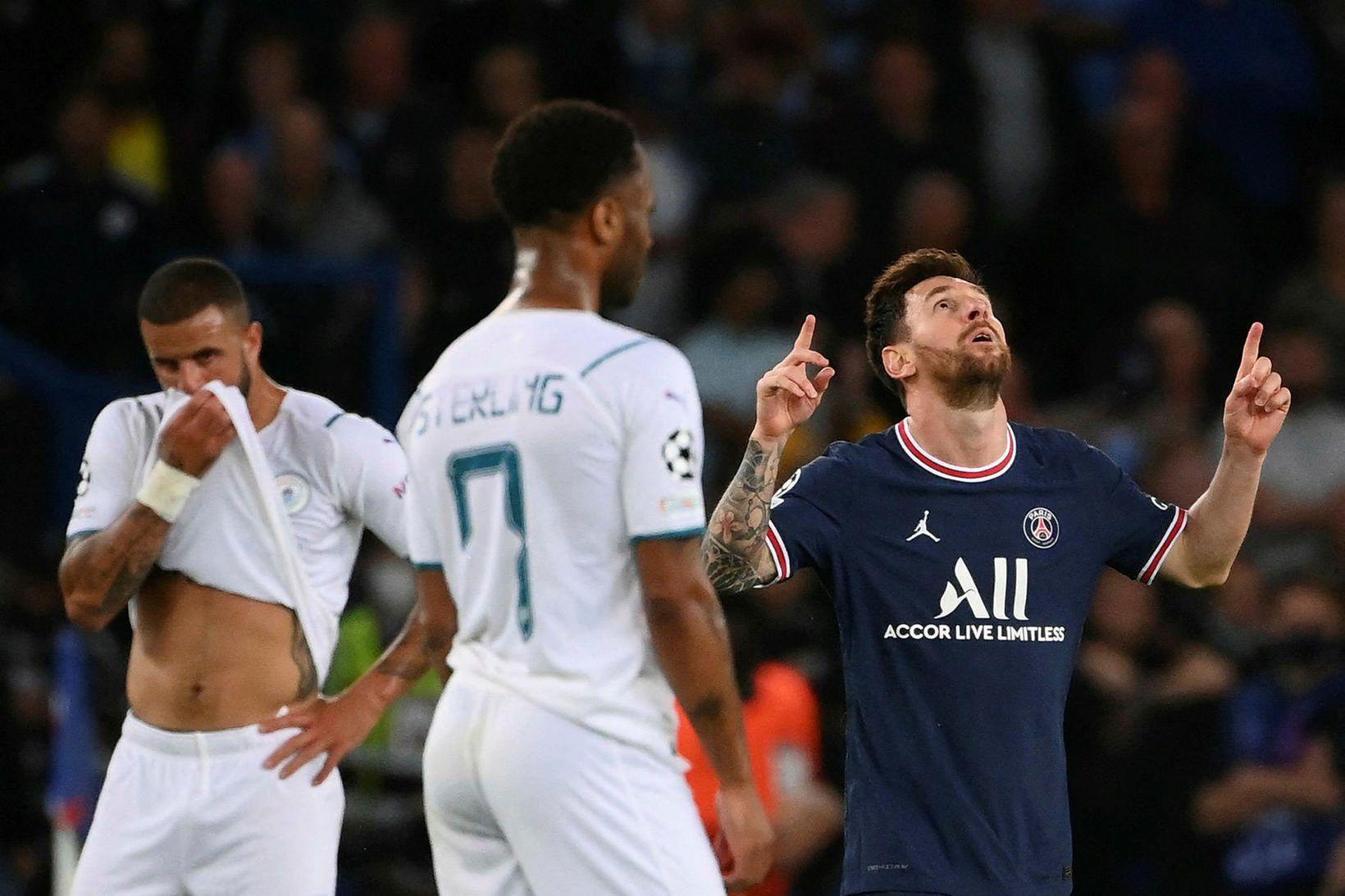 Lionel Messi fagnar marki sínu í kvöld.