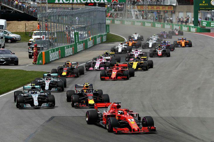 Frá ræsingunni í Montreal. Sebastian Vettel hóf keppni af ráspól og var aldrei ógnað.