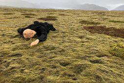 Brúðan er nálit og svartklædd. Hún er nú í varðveislu lögreglunnar á Höfn.