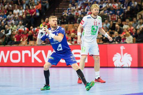 Guðjón Valur Sigurðsson about to score.