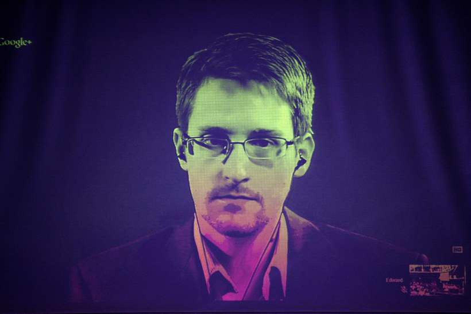 Edward Snowden býr nú í Moskvu. Fólkinu sem skaut skjólshúsi …