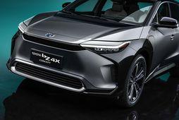Millistærðarbíllinn Toyota bZ4X er væntanlegur á götuna í sumar.