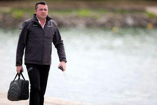 Eric Boullier hefur tekið poka sinn og vikið úr skiprúmi á McLaren-skútunni.