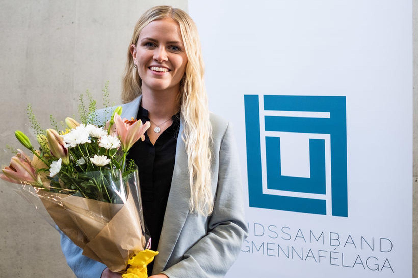 Esther Hallsdóttir er fyrsti kjörni ungmennafulltrúi Íslands hjá Sameinuðu þjóðunum. …