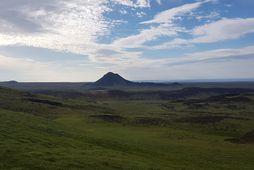 Keilir. Myndin er tekin við háhitasvæðið við Sogin, sunnan við Trölladyngju og Grænudyngju. Upptök stóra …