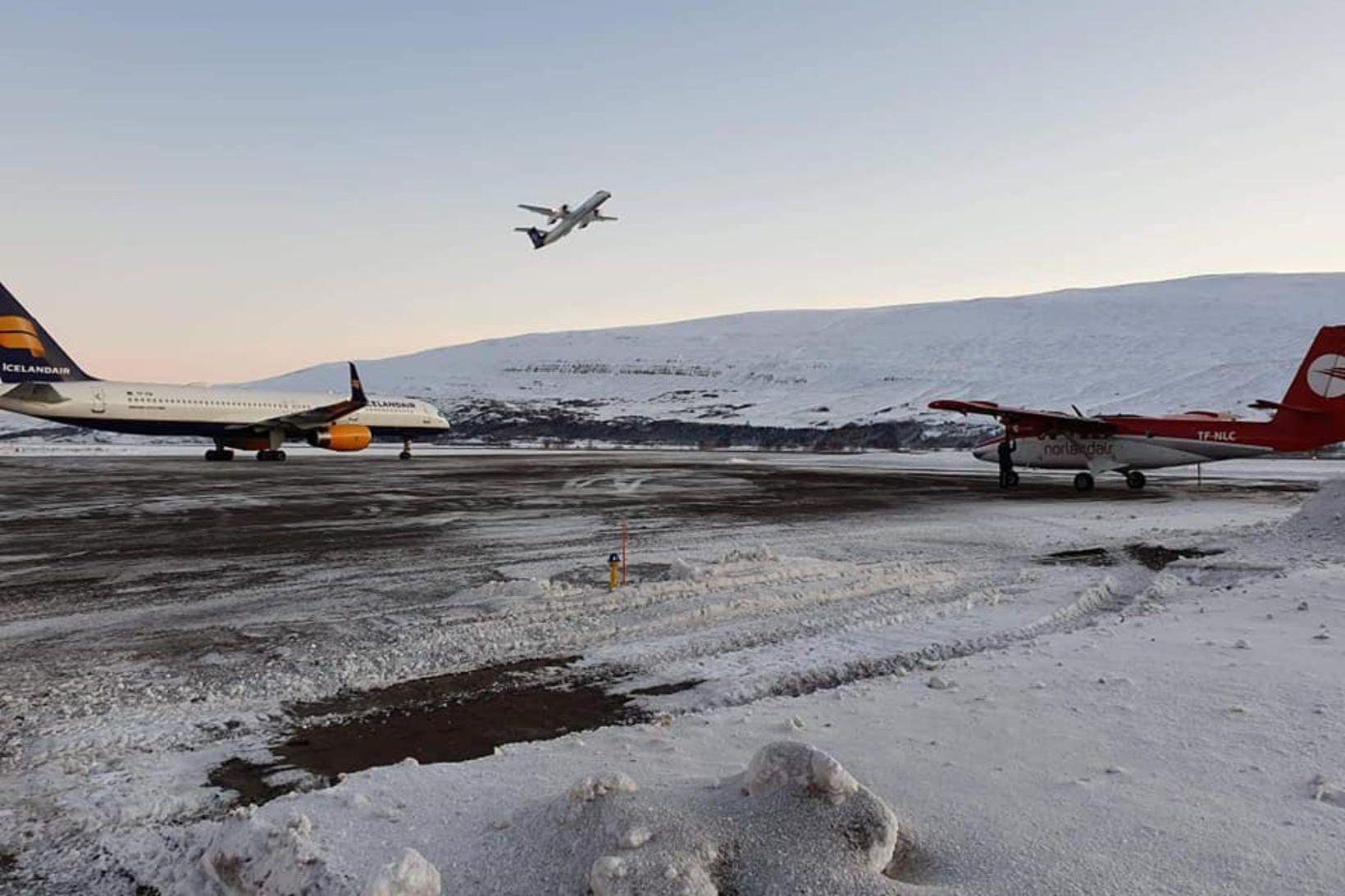 Vélar Icelandair á Akureyrarflugvelli í morgun.
