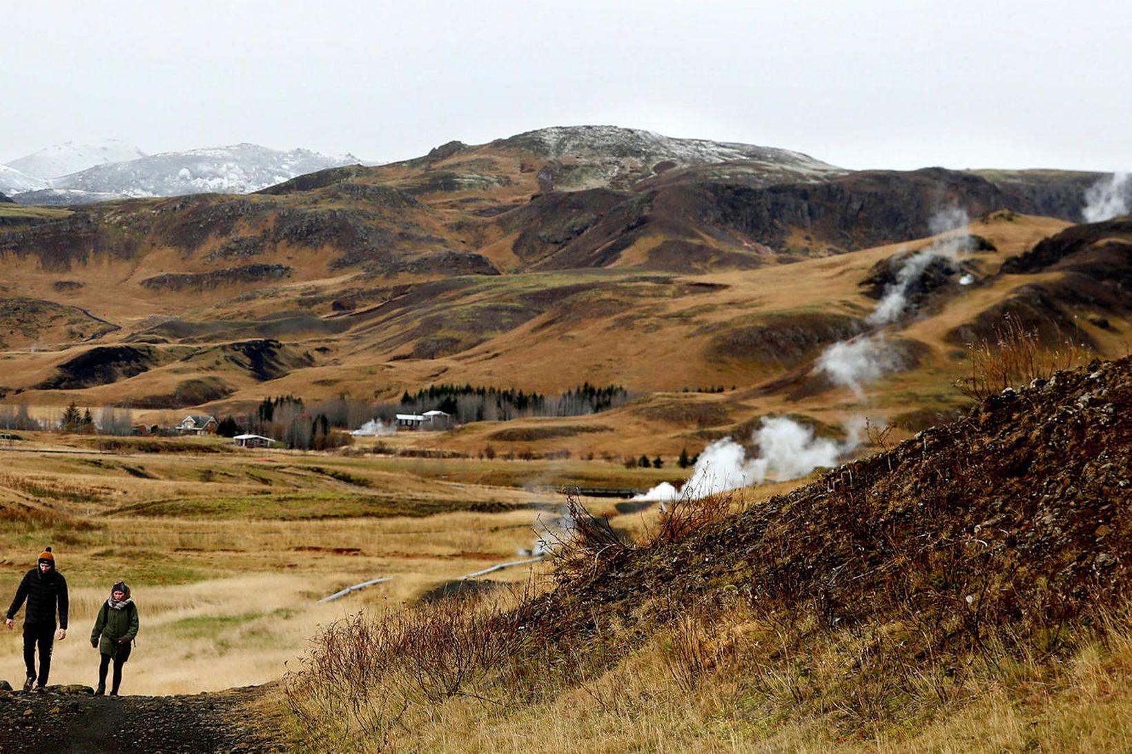 Gengið úti í guðsgrænni náttúrunni.