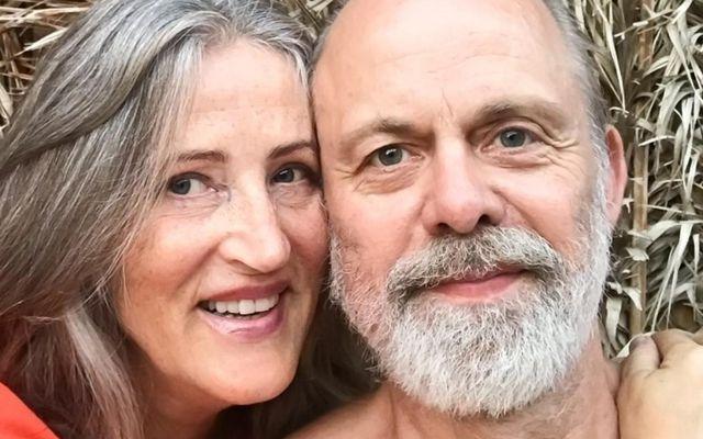 Kristín Sigurjónsdóttir og Gunnar Smári Helgason búa í helli á Gran Canaria.